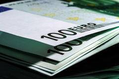 100 euro banknotów z rzędu Zdjęcie Royalty Free