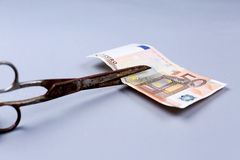 Euro banknot i nożyce zdjęcie stock