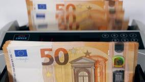 Euro banknoty dostają stawiają w maszynę i liczyli zdjęcie wideo