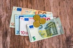 Euro banknoty i euro monety Zdjęcia Stock