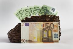 Euro banknoty kłamają w starym drewnianym bucie obraz royalty free
