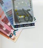 Euro banknoty nad białym tłem Zdjęcia Royalty Free