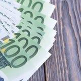 Euro banknoty w fan przy drewnianym t?em zdjęcia royalty free