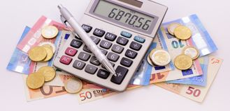 Euro banknoty z kalkulatorem Zdjęcie Royalty Free
