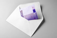 500 Euro Bill no envelope Imagens de Stock Royalty Free