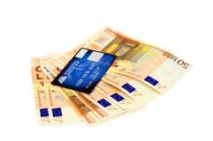 Euro billets de banque et par la carte de crédit Images stock