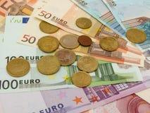 Euro billets de banque et pièces de monnaie Photos libres de droits