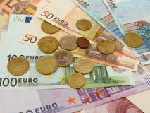 Euro billets de banque et pièces de monnaie Photographie stock libre de droits