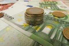 Euro billets de banque et pièces de monnaie Images libres de droits