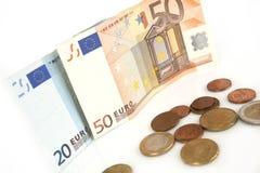 Euro billets de banque et pièces de monnaie, cent, euro argent sur le fond blanc Photo libre de droits