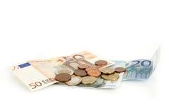 Euro billets de banque et pièces de monnaie, cent, euro argent sur le fond blanc Photographie stock