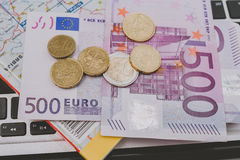 500 euro billets de banque et pièces de monnaie Image libre de droits