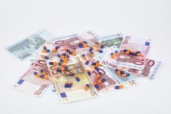 Euro billets de banque et pilules Photographie stock libre de droits