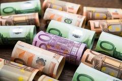 Euro billets de banque roulés Photographie stock