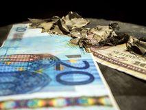 euro bränner i brand royaltyfri foto