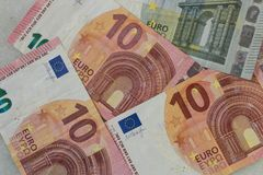 Euro- cédulas dispersadas imagens de stock royalty free