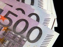 500 euro- cédulas em um fundo preto Imagem de Stock Royalty Free