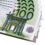 Euro 100 cem pilhas das cédulas das contas isoladas Imagem de Stock Royalty Free