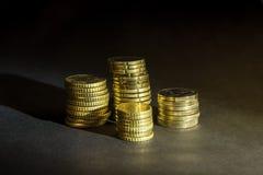 Euro centy na czarnym tle i monety Zdjęcia Stock