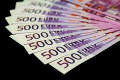 500 euro- contas isoladas no preto Imagem de Stock