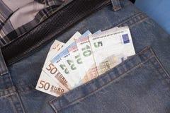 Euro dans la poche arrière Photos stock