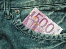 euro 500 dans la poche de jeans… Image stock