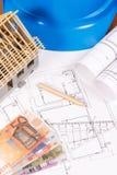 Euro de las monedas, diagramas eléctricos de la construcción, accesorios para los trabajos del ingeniero y pequeña casa del jugue Fotos de archivo libres de regalías