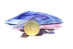 Euro de pièce de monnaie sur des billets de banque Image libre de droits