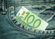 100 euro in de zak van jeans Royalty-vrije Stock Afbeelding