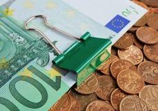 Euro delle banconote sulle monete Fotografie Stock