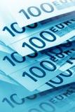 Euro in der blauen Farbe Stockfotos
