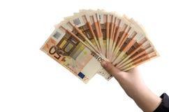 Euro 50 in der weiblichen Hand auf weißem Hintergrund lizenzfreie stockbilder