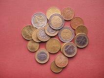 Euro die in de helft tegen oude achtergrond wordt gescheurd Royalty-vrije Stock Foto's