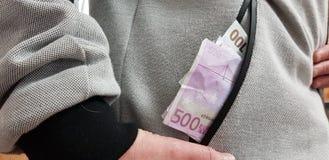 Euro die rekeningen in een zak van grijze mannelijke laag worden gestapeld royalty-vrije stock fotografie