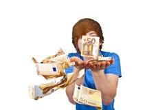 Euro, die um einen Jungenkopf fliegen Stockbilder