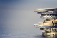 Euro- dinheiro As moedas estão em um fundo branco Moeda de Europa Equilíbrio do dinheiro Foto de Stock Royalty Free
