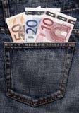 Euro- dinheiro de bolso na calças de ganga Fotos de Stock Royalty Free