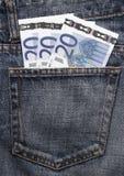 Euro- dinheiro de bolso na calças de ganga Foto de Stock