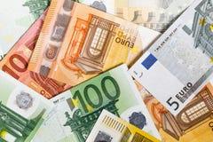 Euro- dinheiro euro- fundo do dinheiro Euro- notas com reflexão Fotos de Stock Royalty Free
