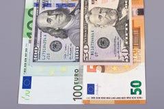 euro 100 50 dollar pengar på grå bakgrund Fotografering för Bildbyråer