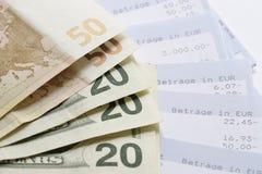 Euro, Dollars en de verklaringen van de Rekening Stock Foto's