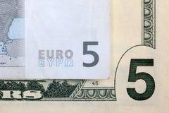 5 euro e 5 dólares Foto de Stock
