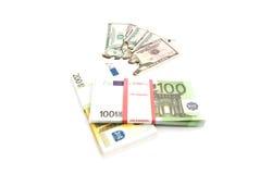 Euro e fatture bruciate dei dollari su bianco Immagine Stock Libera da Diritti