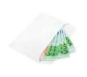 Euro in een envelop die over wit wordt geïsoleerdu Stock Afbeeldingen