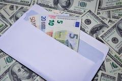 Euro in einem Umschlag Stockbild