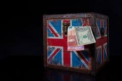 Euro en Amerikaanse dollar op Britse vlag royalty-vrije stock afbeelding