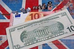 Euro en Amerikaanse dollar op Britse vlag royalty-vrije stock afbeeldingen
