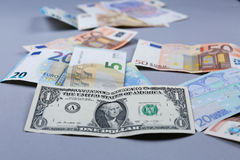 Euro en Amerikaanse Dollarachtergrond Royalty-vrije Stock Fotografie