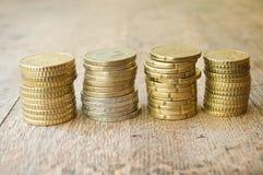 Euro en centenmuntstukken op houten achtergrond Stock Foto's