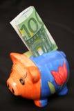 Euro en piggy honderd royalty-vrije stock afbeelding